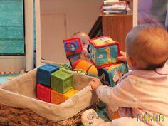 Gabi consegue derrubar tudo Baby Club, Kids And Parenting, Bean Bag Chair, Homeschool, Entertaining, Play, Dolls, Education, Baby Things