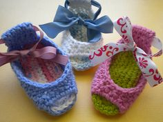 60+ Adorable and FREE Crochet Baby Sandals Patterns --> Piggy Peeps Baby Shoes