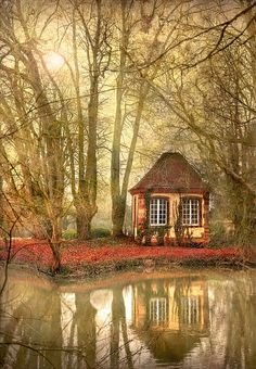 Cute cottage by the Lake.