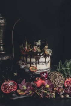 Oil painting wedding tablescapes Garden & Wild and Joanna Ritchie Photography Fall Wedding Cakes, Autumn Wedding, Wedding Themes, Wedding Styles, Wedding Ideas, Gothic Wedding, Rustic Wedding, Dream Wedding, Wedding Blog