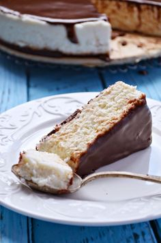 Sernik Bounty (na zimno) | Kuchnia w zieleni | Bloglovin' Dessert Cake Recipes, Cookie Desserts, Good Food, Yummy Food, Polish Recipes, Polish Food, How Sweet Eats, Cake Cookies, Delicious Desserts