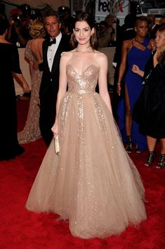 Gorgeous Valentino gown...I would have gotten married in this in a second!