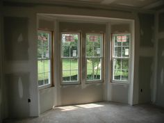 Deko bring the bay window to the floor - dining room option for more space Your Tip for Calming Fuss Garage Door Makeover, Garage Renovation, Garage Remodel, Attic Remodel, Living Room Remodel, Garage Doors, Bay Window Exterior, Garage To Living Space, Small Garage