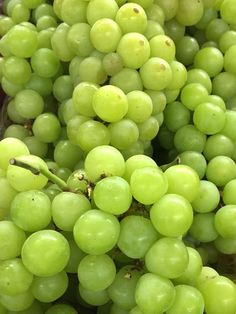 Trader Joe's Cotton Candy Grapes Are Officially Back In Stores! Food Wallpaper, Flower Phone Wallpaper, Green Wallpaper, Colorful Wallpaper, Fruit And Veg, Fruits And Vegetables, Fresh Fruit, Aesthetic Colors, Aesthetic Food