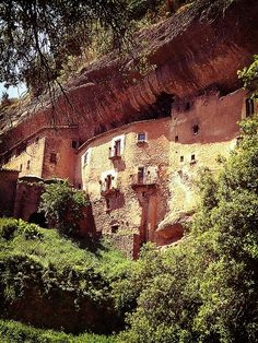 Puig de la Balma, Habitat des de el segle XII casa aprofitant la roca