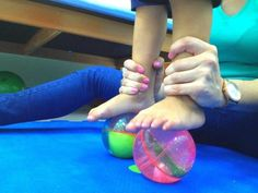 Fisioterapia infantil ( neurodesarrollo Bobath) con pelotas