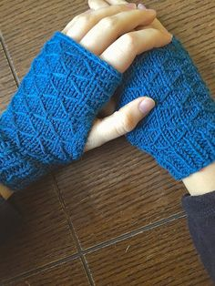 Try your hand at a little fancy stitch work with this lattice knit wrist warmers tutorial!