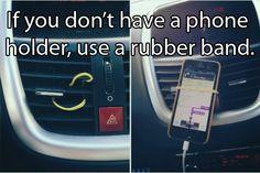 A rubber band as a phone holder and Auto tips and tricks Lifehacks, Things To Know, Good Things, Random Things, Random Stuff, Driving Tips, Car Hacks, Tech Hacks, Road Trip Hacks