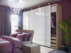 Lilás, roxo, magenta… Um quarto para quem gosta de cores vibrantes.