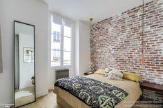 Appartement de 36m2 situé dans le 9ème arrondissement de Paris. L'appartement a été repensé dans son intégralité. De la plomberie à l'électricité, en passant par le sol et le plafond… tout a été refait à neuf. L'appartement manquait cruellement de luminosité. Entourée d'immeubles, la lumière avait bien du mal à circuler dans les espaces. Sans compter que l'appartement était entièrement cloisonné. Ouvrir la cuisine sur le séjour nous a donc semblé la solution la plus pertinente pour diffuser…