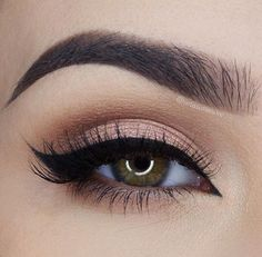 ▷ 1001 + ideas and inspiration on how to make up your eyes .- ▷ 1001 + Ideen und Inspirationen, wie Sie Ihre Augen schminken make-up eyes, silverster make-up in rose gold, black eyeliner - Pretty Makeup, Love Makeup, Makeup Inspo, Makeup Inspiration, Beauty Makeup, Makeup For Navy Dress, Simple Prom Makeup, Purple Makeup, Makeup Style