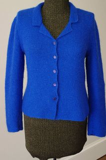 This fitted garter stitch cardigan is a classic piece that was designed by Kim Hargreaves and originally featured in Rowan Knitting Magazine 28. This is a FREE pattern available to members of the KnitRowan website.