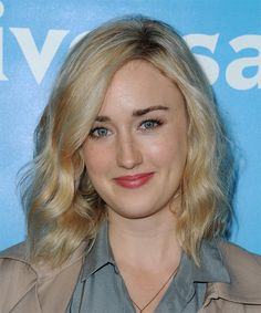 Ashley Johnson Medium Wavy Casual Hairstyle – Light Blonde Hair Color - Hairstyles For All Ashley Johnson, Casual Hairstyles, Cute Hairstyles, Ladies Hairstyles, Medium Length Wavy Hair, Fly Away Hair, Light Blonde Hair, Top Skin Care Products, Textured Hair