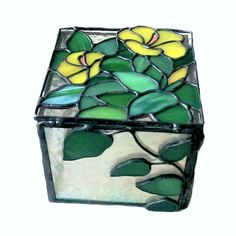 Jewelry Box Stained Glass Box Yellow Flowers Home Stained Glass Flowers, Stained Glass Designs, Stained Glass Projects, Stained Glass Patterns, Stained Glass Art, Perfume Diesel, Christmas Mosaics, L'art Du Vitrail, Stained Glass
