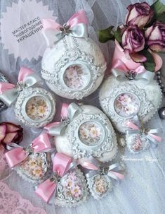 Christmas Balls Decorations, Diy Christmas Ornaments, Handmade Christmas, Xmas, Antique Dolls, Decoupage, Mix Media, Holiday Decor, Zero