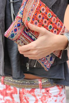 Totally in love with the mirrored and embroidered ethnic clutch!! Via Mytenida on style lovely.