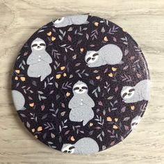 Fun compact mirrors perfect for your handbag or travels Travel Handbags, Sloths, Compact Mirror, Mirrors, Kids Rugs, Gift Ideas, Toys, Fun, Gifts