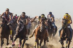 Indian Relay Race action at North American Indian Days in Browning. Native American Regalia, Native American History, American Life, American Art, Indian Horses, Relay Races, Big Sky Country, Horse Photography, First Nations