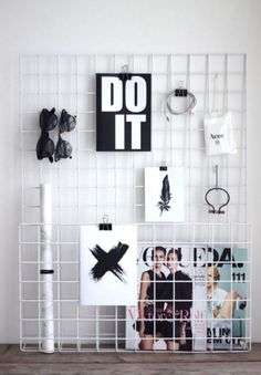 Decorating your dorm walls is so fun! To keep your wall damage free, use these dorm wall decor tips for cute dorm room decorations and ideas! Dorm Walls, Dorm Room, Ideias Diy, Home And Deco, Diy Interior, Interior Design, Dorm Decorations, New Room, Room Inspiration