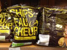 Vu chez Biocoop (Philippe-Auguste, Paris 11ème) : des paquets de chips affichant clairement leurs revendications : produit de soutien aux faucheurs des OGM volontaires.