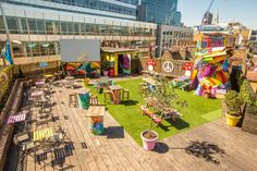 Time Out's guide to the best rooftop bars in London. Discover our recommended London rooftop bars, from terraces in the sky to petite spaces a little closer to ground. Outdoor Cafe, Outdoor Restaurant, Outdoor Seating, Restaurant Restaurant, Container Restaurant, Outdoor Decor, Garden Bar, Rooftop Garden, Beer Garden