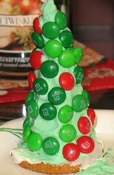 Fun kid craft!  Christmas Tree Sugar or Waffle Cones