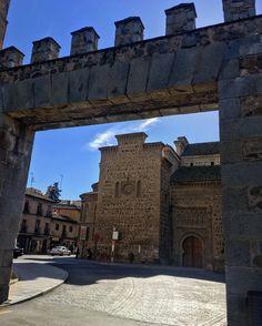 Entrando al casco histórico de Toledo por la calle Real de Arrabal.
