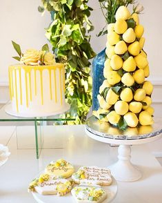 🍋 Strawberries dipped in yellow chocolate to give it that juicy 🍋 look. Bridal Shower Desserts, Bridal Showers, Lemon Party, Italian Party, Yellow Wedding, Gold Wedding, Wedding Reception, Wedding Ideas, Yellow Birthday