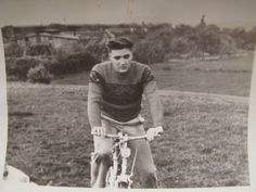 Elvis, spring 1959. This was his first mode of transport and deserves to be on this board. Even though he had all those cars and bikes he still often rode a push bike