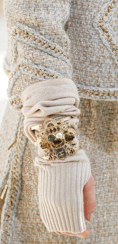 Regilla ⚜ Una Fiorentina in California Chanel Fashion, All Fashion, Winter Fashion, Fashion Outfits, Knitting Accessories, Fashion Accessories, Fall Winter 2017, Fall 2016, Chanel Style Jacket