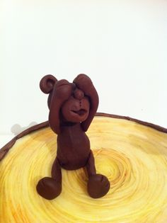 Vera Miklas Dark modelling chocolate bear - you will need aprox.50g of MC to make 5cm tall bear www.veramiklas.com Modeling Chocolate, Belgian Chocolate, Wooden Toys, Presents, Teddy Bear, Dark, Wooden Toy Plans, Gifts, Wood Toys