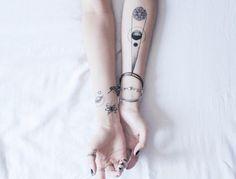 kleine Tattoos von Planeten, Physik und Atom Symbol