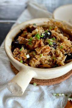 Chicken and Mushroom Clay Pot Rice - Rice Recipes Claypot Rice Recipe, Claypot Recipes, Claypot Chicken Rice, Rice Recipes, Asian Recipes, Chicken Recipes, Cooking Recipes, Chicken Menu, Savoury Recipes