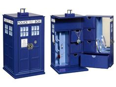 Doctor Who TARDIS jewelry box rep inning so that I can actually buy it in November