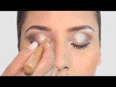 Nuestras expertas en belleza comparten distintas técnicas para aplicar el #maquillaje en crema.  http://youtu.be/1T9Qqj0n0I0