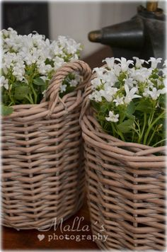 Baskets met witte bloemetjes *** love the way they said this!