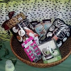 Tutus and Taffeta: Jungle baby shower Prizes for games + Favors. Party Game Prizes, Baby Shower Game Prizes, Sister Shower, Baby Boy Shower, Jungle Party, Jungle Theme, Prize Ideas, Gender Party, Pamper Party