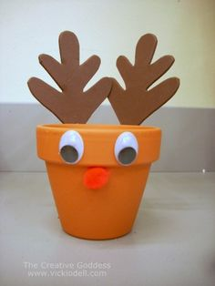 Christmas crafts for kids don't get any easier than this Easy Reindeer Treat Holder Christmas Craft. This easy pot decoration idea is perfect for Christmas parties or get-togethers around the holidays. Kids will love these reindeer crafts. Childrens Christmas, Christmas Crafts For Kids, Christmas Projects, Holiday Crafts, Fun Crafts, Christmas Parties, Fun Projects, Christmas Clay, Christmas In July