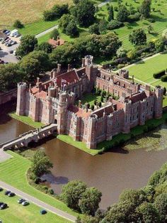 Herstmonceux Castle, East Sussex, this brick-made structure was said to be built during the Tudor era, around the century. This is one of the last remaining brick building still standing today in England. Castle House, Castle Ruins, Medieval Castle, Beautiful Castles, Beautiful Buildings, Beautiful Places, Chateau Moyen Age, English Castles, Palaces