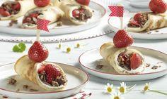 Pfannkuchen mit Frischkäse, Knusper Schoko und Erdbeeren