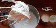 Cobertura de Marshmallow com creme de leite, é dos Deuses. Uma cobertura, super delicada, bem aerada, leve, não muito doce e para lá de gostosa. Dá um 'improve', um 'gostinho de quero mais', naquele bolo rapidinho do dia a dia. Combina super, também, como cobertura de mousse de chocolate, cupcake de nutella, bolos de aniversário, …