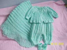 Feito totalmente a mao em trico com fio cisne bebe. Produto somente sob encomenda e frete por conta do comprador. Cor a escolher conforme tabela de cores. R$ 140,00