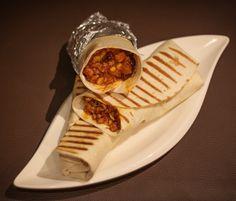 Tortilla z mięsem mielonym, po meksykańsku – iMadzik Waffles, Sandwiches, Tacos, Mexican, Breakfast, Ethnic Recipes, Food, Morning Coffee, Essen