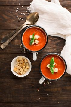 CREAMY TOMATO AND RED PEPPER SOUP WITH HOMEMADE CROUTONS Cleaning Baking Sheets, Homemade Croutons, Red Pepper Soup, Tomato Paste, Red Peppers, Healthy Cooking, Roast, Veggies, Vegetarian