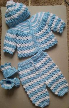 Crochet Ballerina Shoes For Baby - Crochet Ideas - boaduw Crochet Baby Sweater Pattern, Crochet Baby Sweaters, Newborn Crochet Patterns, Baby Sweater Patterns, Crochet Baby Cardigan, Baby Girl Sweaters, Baby Girl Crochet, Crochet Baby Clothes, Crochet For Boys