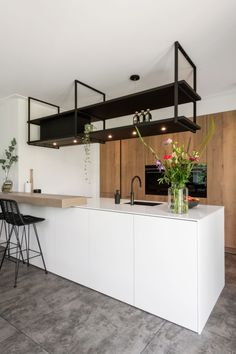 Kitchen kitchen and decor ideas for all of your dream kitchen needs. Modern kitchen inspiration at its finest. Rustic Kitchen Design, Kitchen Layout, Home Interior, Kitchen Interior, Interior Ideas, Floating Shelf Brackets, Floating Shelves, Kitchen Trends, Kitchen Ideas