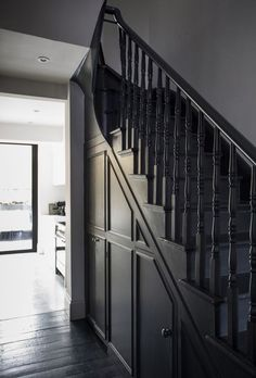 Wooden stairs white painted staircases 47 ideas for 2019 Bühnen Design, Flur Design, House Design, Black Painted Stairs, Black Stairs, Black Hallway, Dark Staircase, Staircase Design, Spiral Staircases