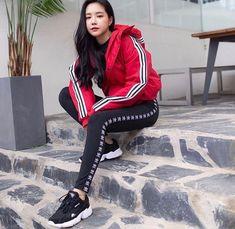 Cute Korean Girl, Cute Asian Girls, Sport Street Style, Kpop Fashion, Fashion Outfits, Apink Naeun, Uzzlang Girl, Adidas Outfit, Asia Girl