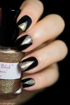Black Art Deco Nails gold shimmer shimmery triangle the great gatsby roaring speakeasy. New year theme Uñas Art Deco, Art Deco Nails, New Year's Nails, Gold Nails, Glitter Nails, Nail Polish Designs, Nail Art Designs, Nails Design, Trendy Nails