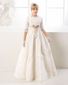 Princess-style dot tulle First Communion dress, in ivory.